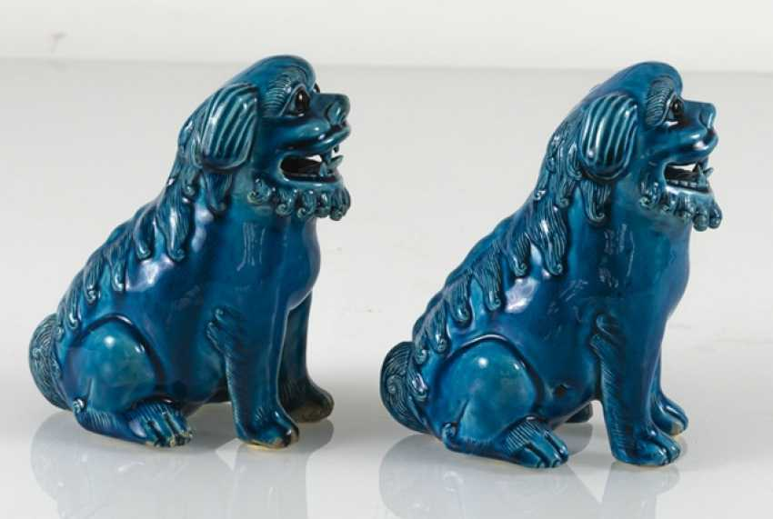 Pair of turquoise glazed lion from biscuit porcelain - photo 2