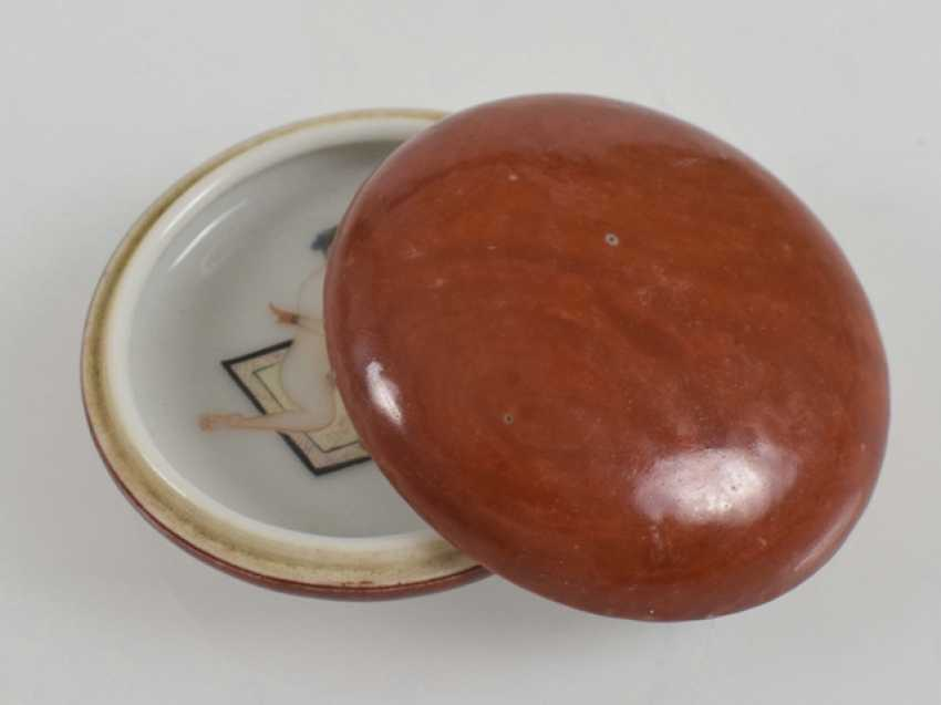 Fine lidded box with erotic scene on the inside - photo 2
