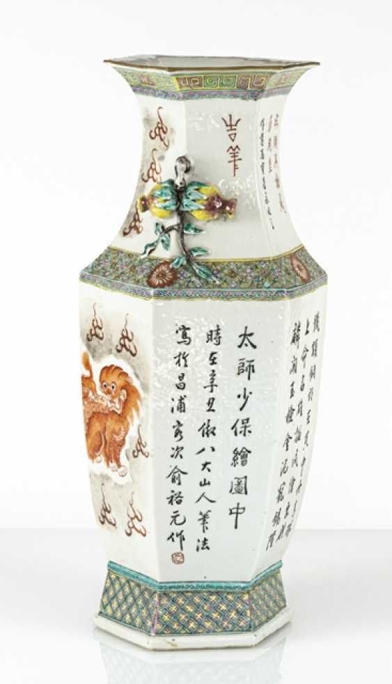 Hexagonal Vase with lion decoration and plastic pomegranates - photo 2