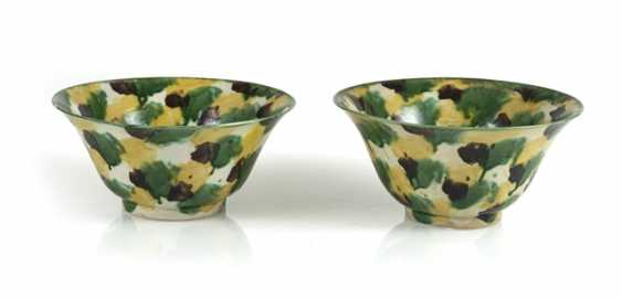 Pair of porcelain bowls with a 'Spinach and Egg'glaze - photo 1