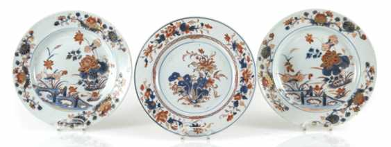Three plates made of porcelain in the Imari style, decorated with Lotus and a garden scene - photo 1
