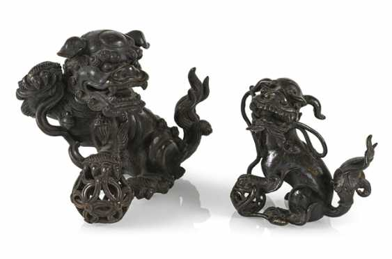 An incense burner and a small Bronze in the Form of Fo lions - photo 1