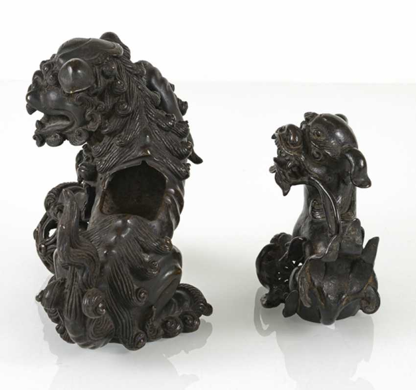 An incense burner and a small Bronze in the Form of Fo lions - photo 3