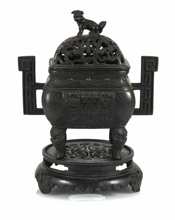 Incense burner, Bronze with side handle and bat decor - photo 1