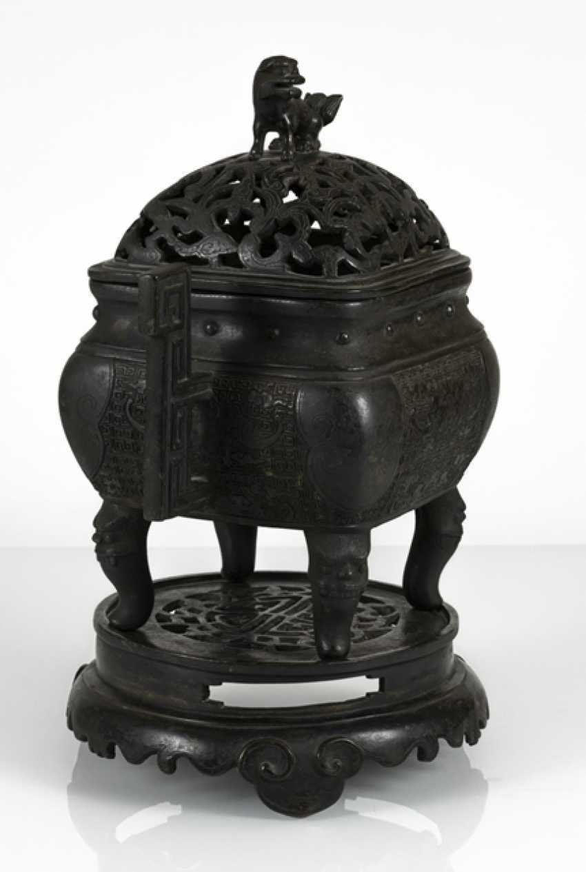 Incense burner, Bronze with side handle and bat decor - photo 2