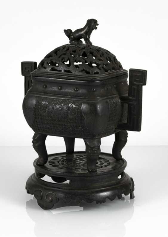 Incense burner, Bronze with side handle and bat decor - photo 3