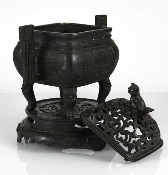 Incense burner, Bronze with side handle and bat decor - photo 4