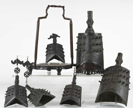 Six bells from Bronze in archaic style, with hard wood Stand - photo 2