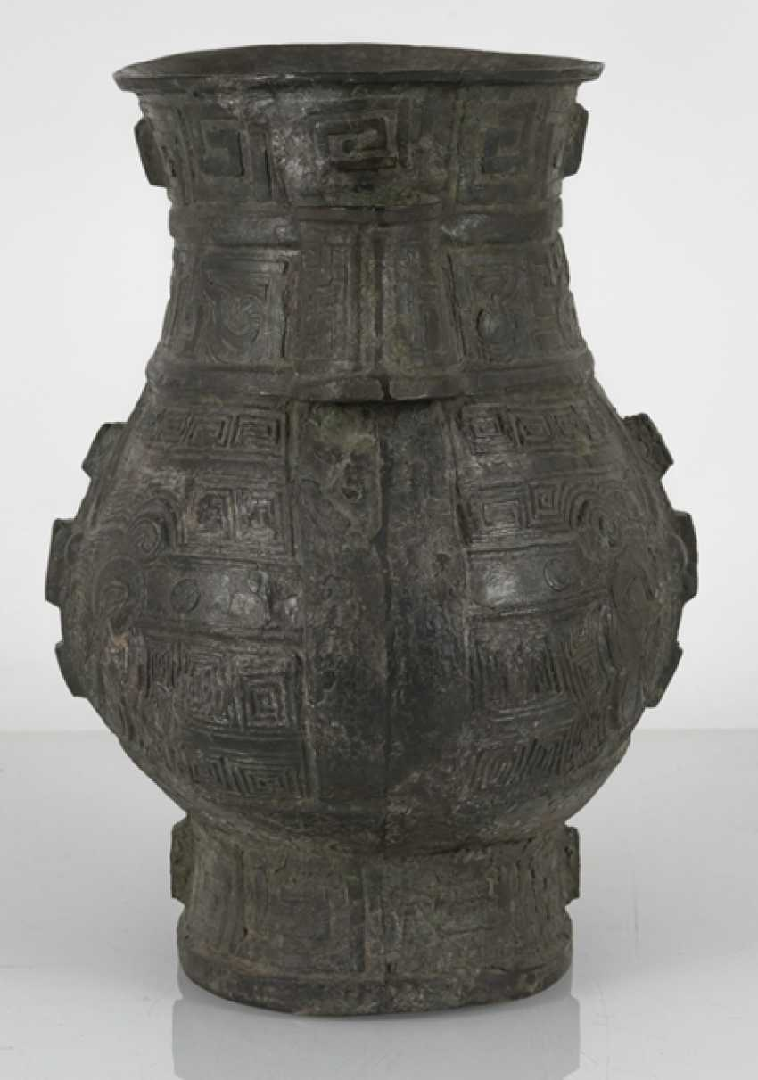 hu'shaped Vase made from Bronze in archaic style - photo 2