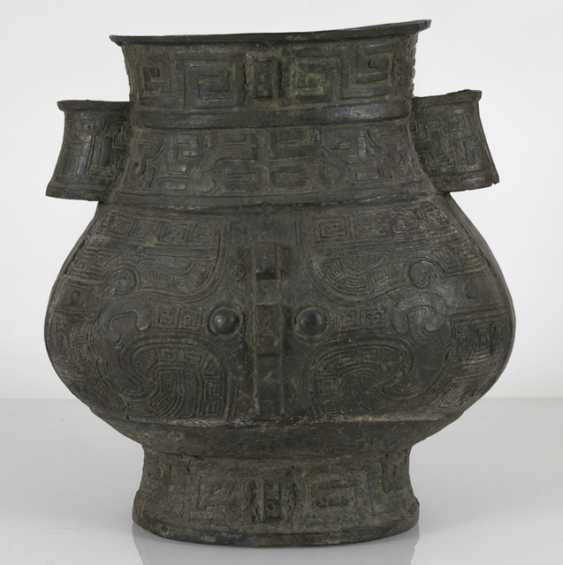 hu'shaped Vase made from Bronze in archaic style - photo 3