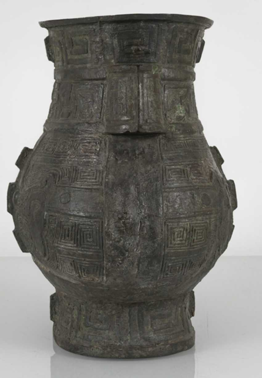 hu'shaped Vase made from Bronze in archaic style - photo 4