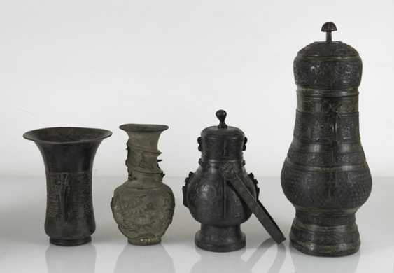 Group of five bronzes in the archaic style - photo 3