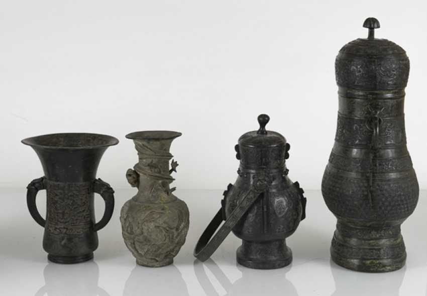 Group of five bronzes in the archaic style - photo 4