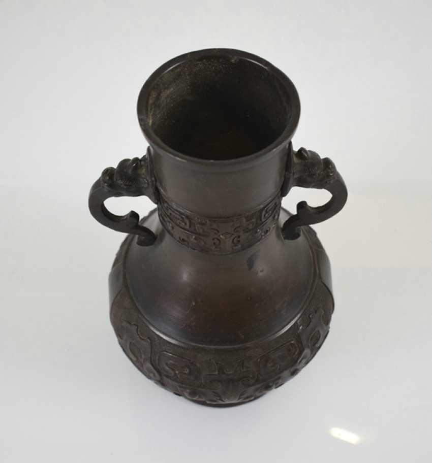 Henkel vase made of Bronze with archaistischem decor - photo 3