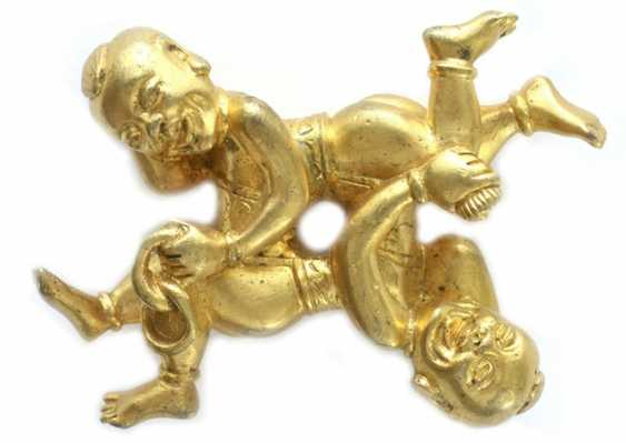 Gold plated brush metal shelf in the Form of two boys - photo 1