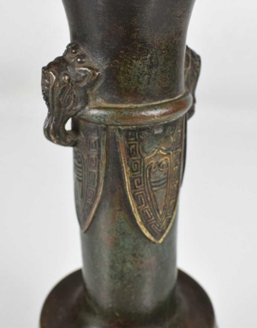 Small bronze vase with archaistischem decor - photo 3