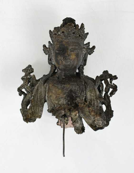 Three fragments of bronze sculptures - photo 2