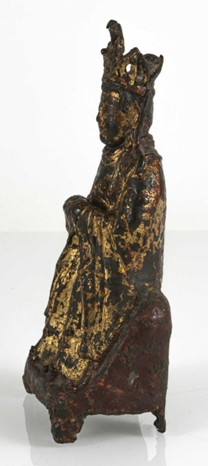 Bronze of a Taoist with remnants of paint pad and gilding - photo 2