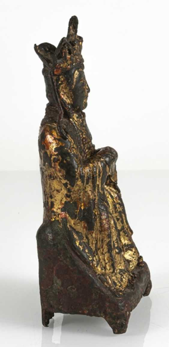 Bronze of a Taoist with remnants of paint pad and gilding - photo 3