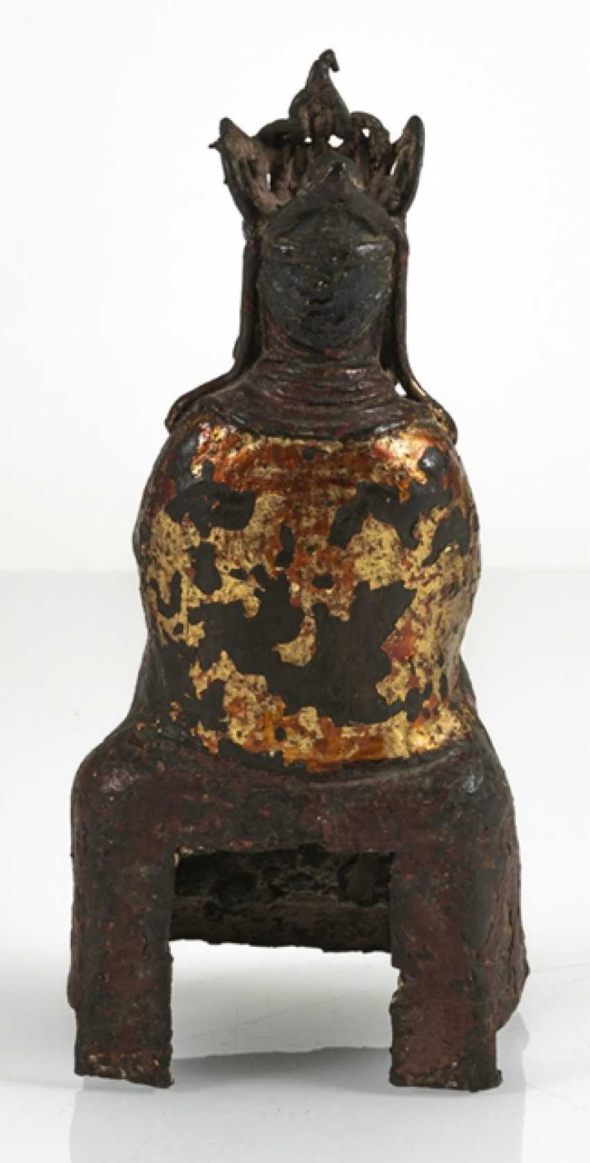Bronze of a Taoist with remnants of paint pad and gilding - photo 4