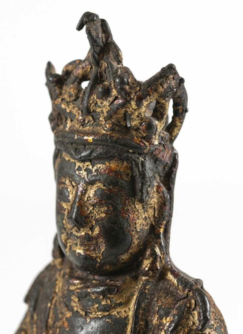 Bronze of a Taoist with remnants of paint pad and gilding - photo 5