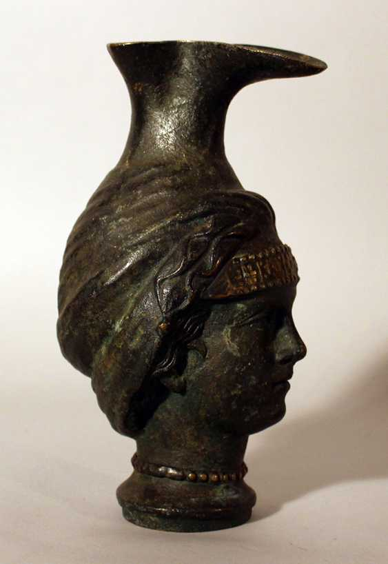 Bronze jug after the ancient, in shape of a female head with long neck as stand and bowed pressed spout - photo 2