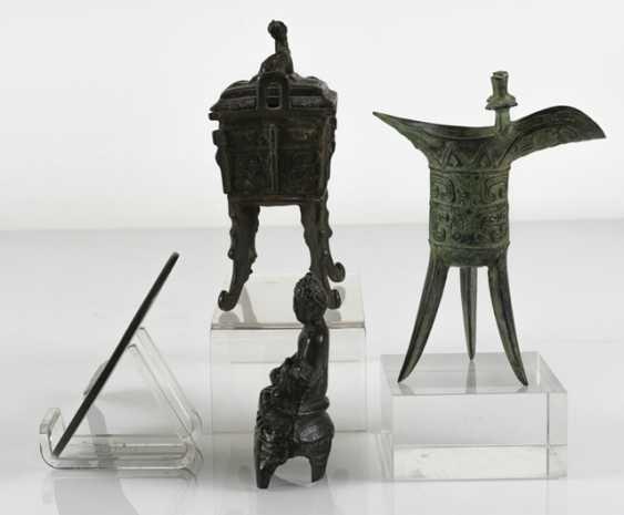 Hand mirror, Jue, incense burners and Buddha made of Bronze - photo 2