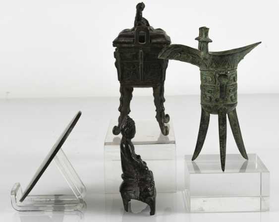 Hand mirror, Jue, incense burners and Buddha made of Bronze - photo 4