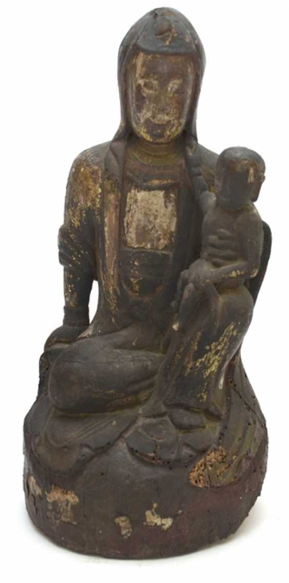 Formerly polychrome wood figure of seated Guanyin with a boy - photo 1