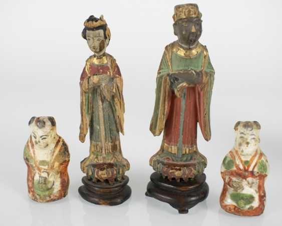 Five wood, and two porcelain figures - photo 2