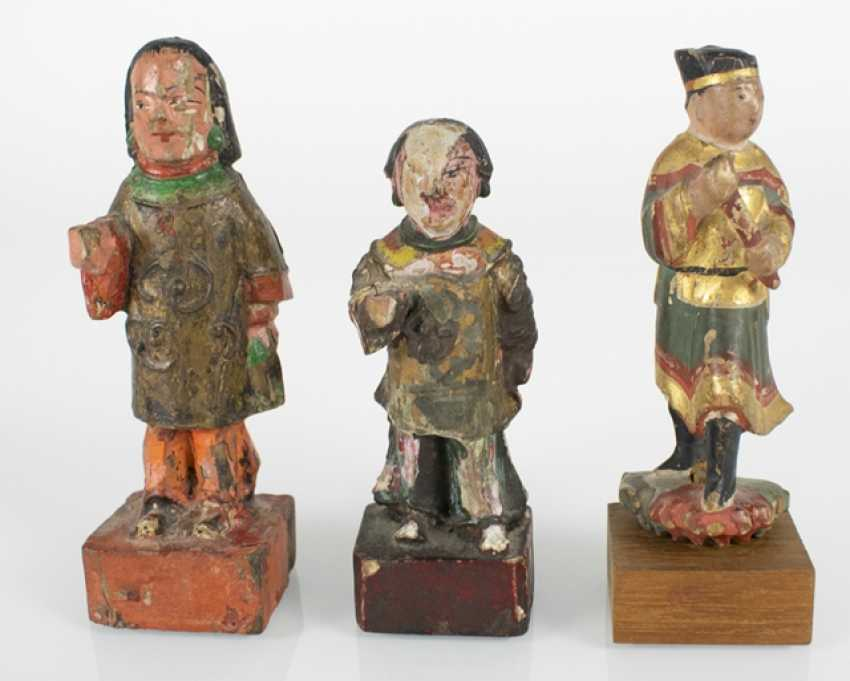 Five wood, and two porcelain figures - photo 3
