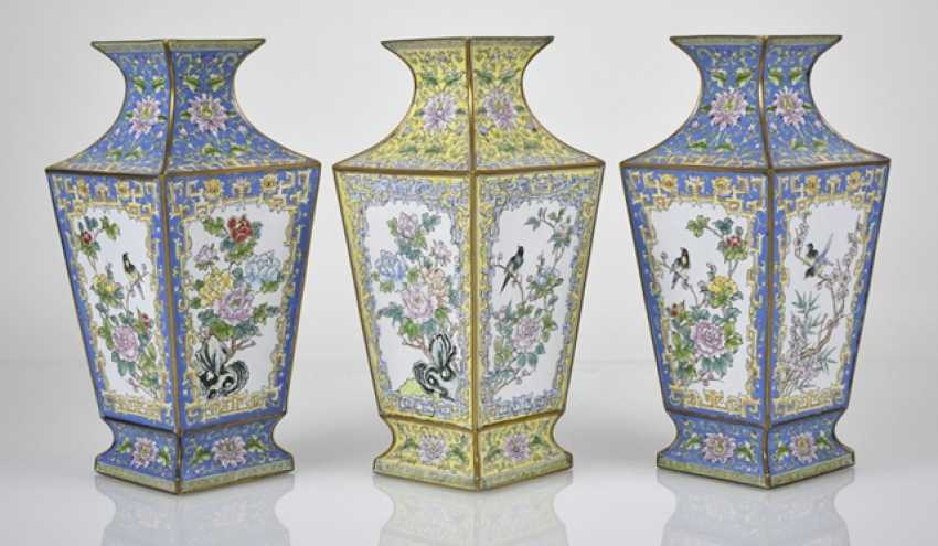 Three Canton enamel lid cans and three vases of square cross-section - photo 2