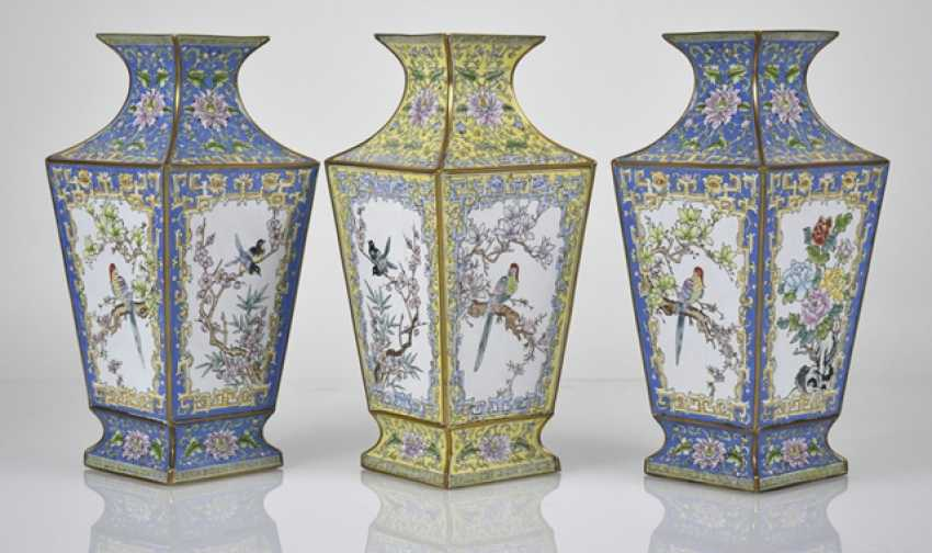 Three Canton enamel lid cans and three vases of square cross-section - photo 3