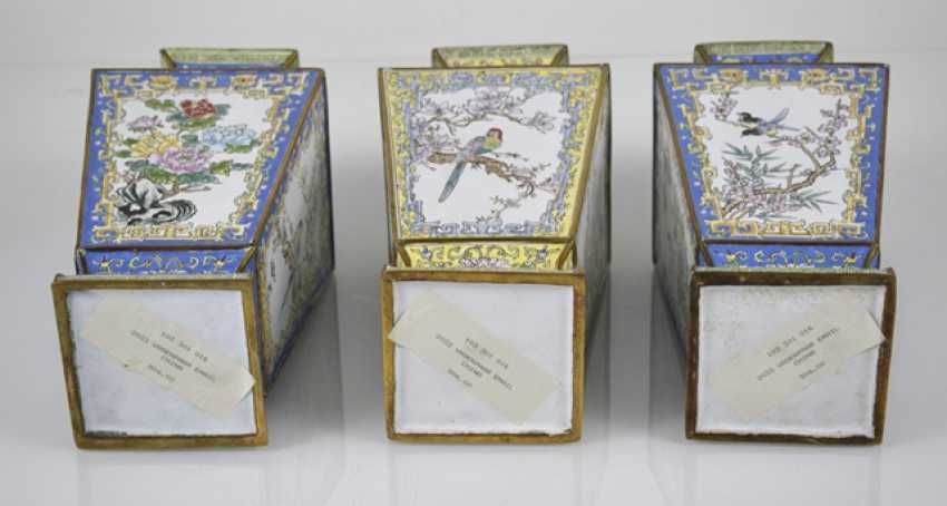 Three Canton enamel lid cans and three vases of square cross-section - photo 5