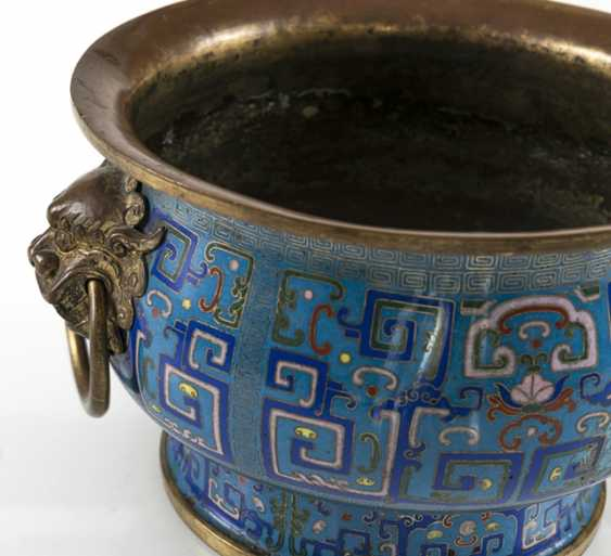 Partially fire-gilded Cloisonné incense burner in archaic style with Handle - photo 4