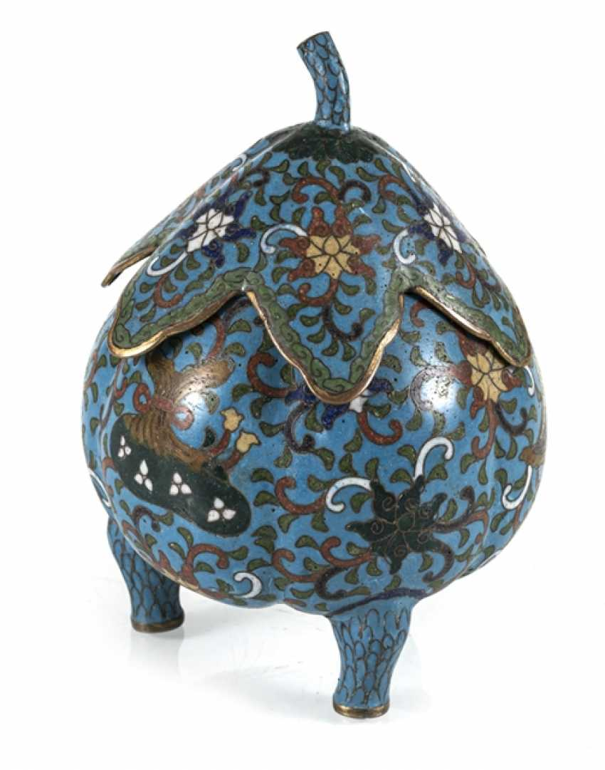 Three-legged Cloisonné lidded box with leaf shaped lid - photo 1