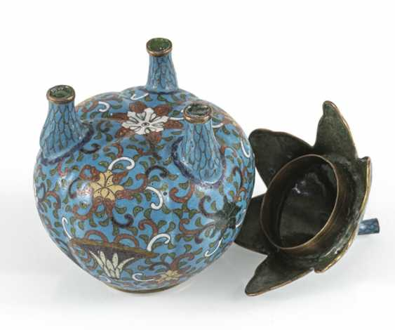 Three-legged Cloisonné lidded box with leaf shaped lid - photo 3