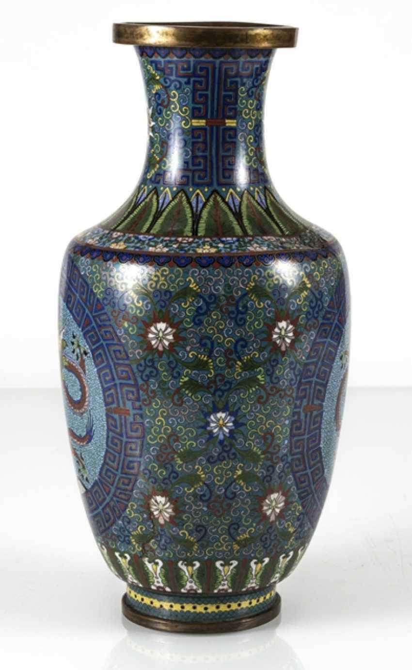 Cloisonné Vase with decorative fünfklauiger dragons in reserves, on Lotus base - photo 2