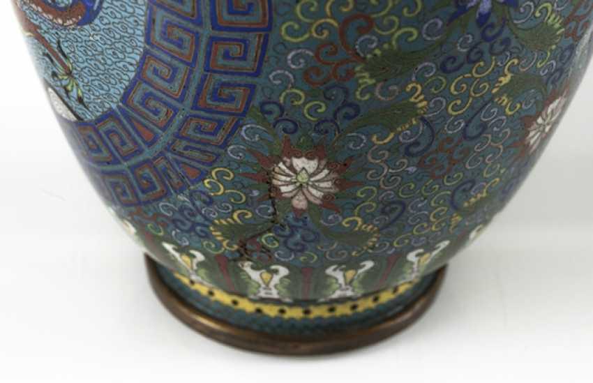 Cloisonné Vase with decorative fünfklauiger dragons in reserves, on Lotus base - photo 5