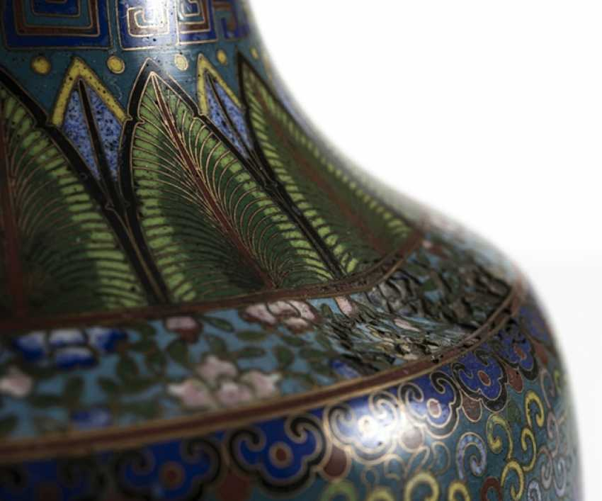 Cloisonné Vase with decorative fünfklauiger dragons in reserves, on Lotus base - photo 6