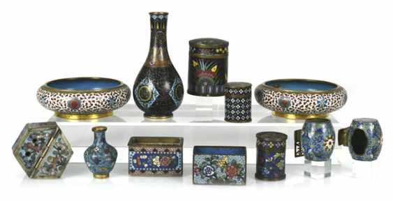 Group of Cloisonné-Work, including Some brush washer, birdbaths, vases, and cans - photo 1