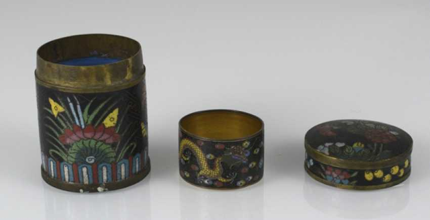 Group of Cloisonné-Work, including Some brush washer, birdbaths, vases, and cans - photo 5