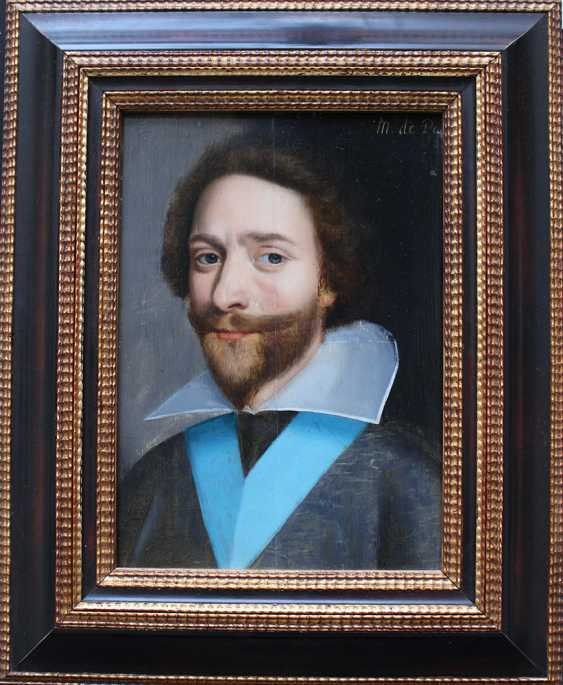 French School 17th Century, Portrait of a gentleman in dark robe with blue sharp in front of black background - photo 1