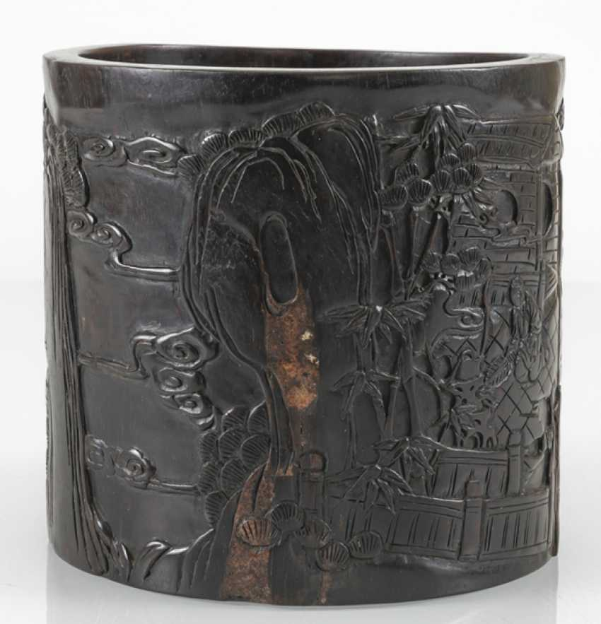 Brush cups with a taught scene in a garden landscape, the wall is made of hard wood - photo 4