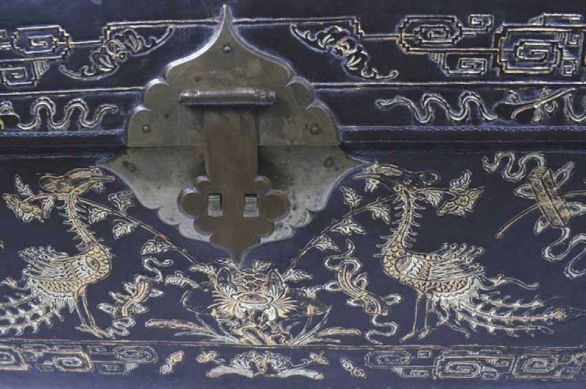 Leather chest with inlaid peacock decor - photo 2