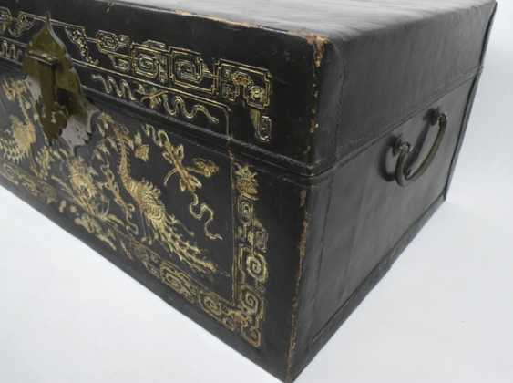 Leather chest with inlaid peacock decor - photo 3