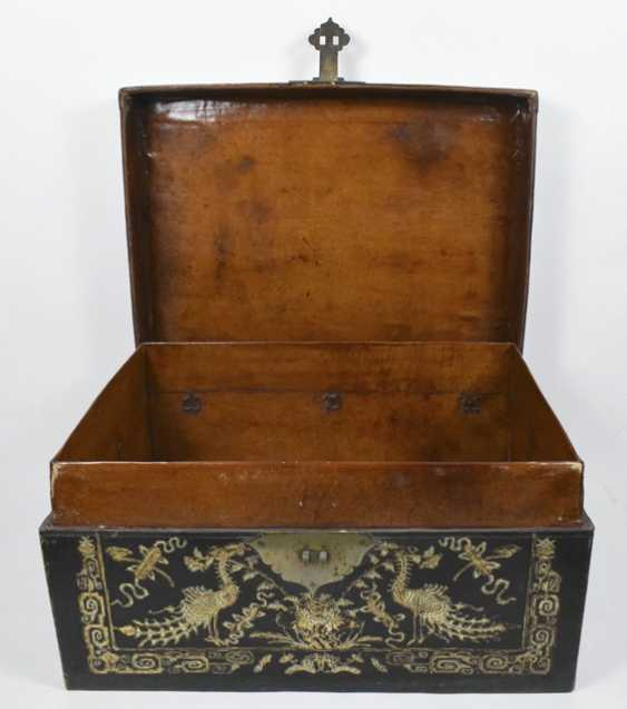 Leather chest with inlaid peacock decor - photo 4