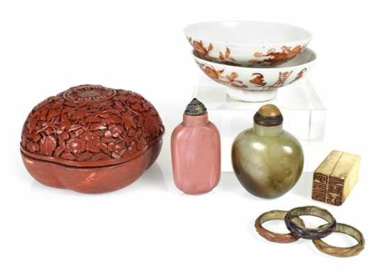 Mixed lot of arts and crafts, including seal, lid, Snuffbottle, and paint the lid - photo 1