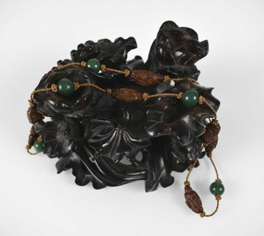 Wood stand and chain, with a fruit core Toggles and glass beads - photo 2