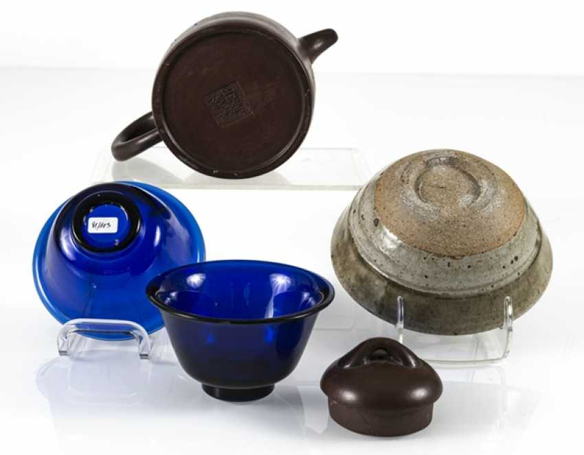 Pair of blue glass bowls, a Yixing teapot and a ceramic bowl - photo 3